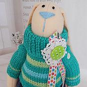 Куклы и игрушки ручной работы. Ярмарка Мастеров - ручная работа Тильда Заяц. Заяц из флиса в вязаном свитере. Handmade.