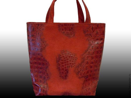 """Женские сумки ручной работы. Ярмарка Мастеров - ручная работа. Купить """"Красный крокодил"""" красная замшевая сумка-пакет.. Handmade."""