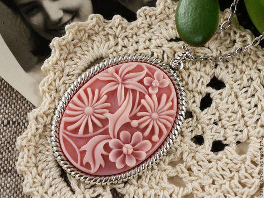 Кулоны, подвески ручной работы. Ярмарка Мастеров - ручная работа. Купить Камея Экзотические цветы розовые (30х40мм). Handmade.