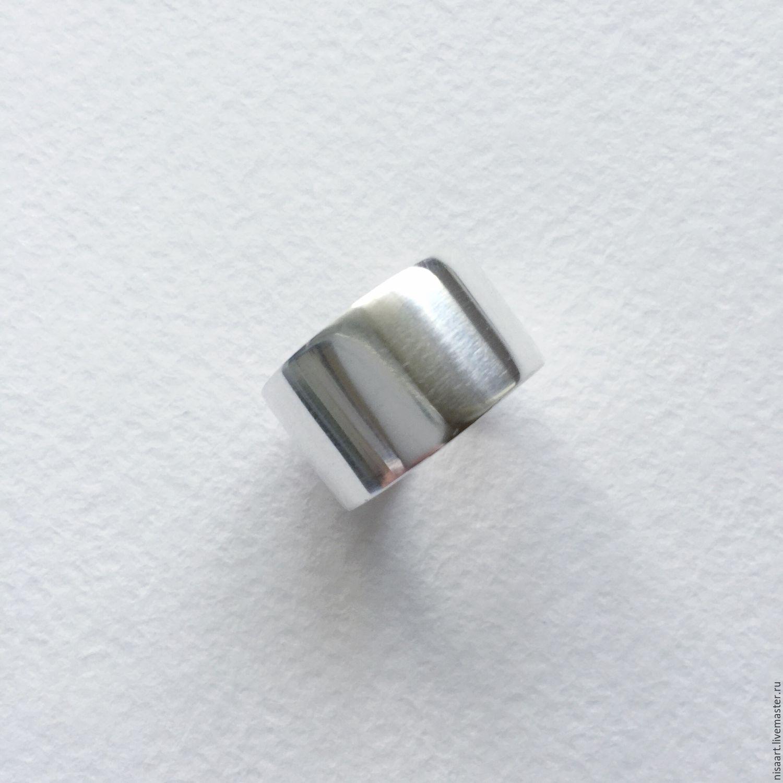 широкое кольцо на палец