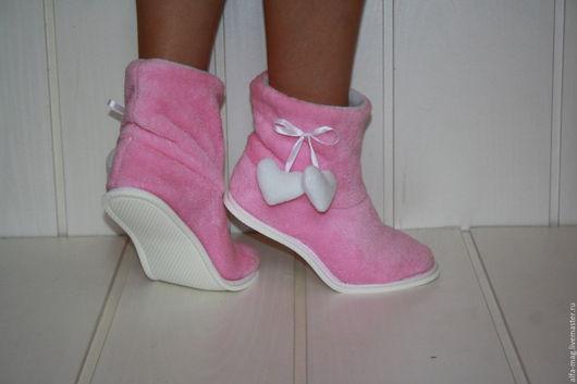 """Обувь ручной работы. Ярмарка Мастеров - ручная работа. Купить Тапочки- Чуники.  """"Ах любовь"""". Handmade. Розовый, домашние сапожки"""