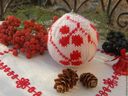 Новый год 2017 ручной работы. Ярмарка Мастеров - ручная работа. Купить Вязаный елочный шар Листочки клевера. Handmade.