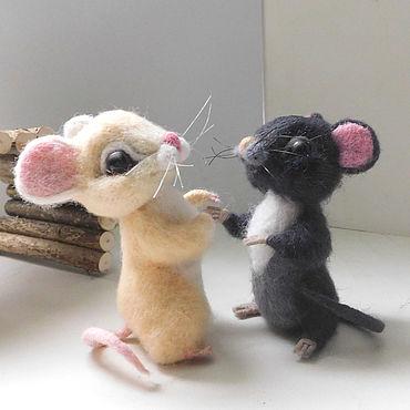 """Куклы и игрушки ручной работы. Ярмарка Мастеров - ручная работа Мышки """"Знакомство"""" валяныые. Handmade."""