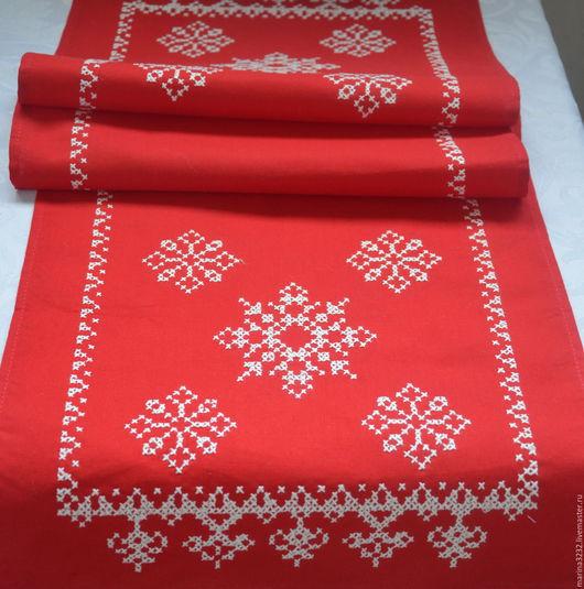 Дорожка с  вышивкой. Дорожка на стол. Праздничный стол. Сервировка стола. Новый год. Рождество. Подарок. Вышивка крестиком.