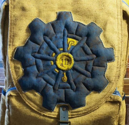 Рюкзак Fallout. Изображение выполнено в технике `трапунто`, стежка по набивке, с последующей тонировкой акрилом для ткани.