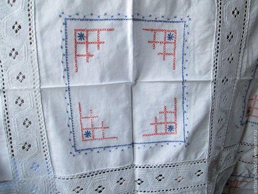 Старинная скатерть (вышивка крестиком и кружево ручной работы).