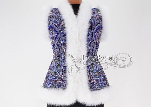 Авторский жилет из фирменного шерстяного (100% шерсть) павлопосадского платка Испанский с искусственным мехом