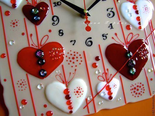 Часы для дома ручной работы. Ярмарка Мастеров - ручная работа. Купить фьюзинг, часы из стекла  Дела сердечные. Handmade.