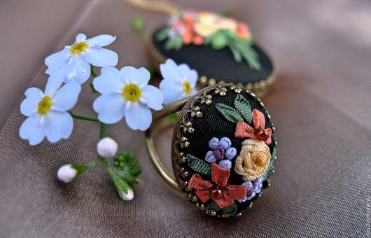 Комплекты украшений ручной работы. Ярмарка Мастеров - ручная работа. Купить Вышитый кулон и кольцо Солнце на ладони для романтичных барышень. Handmade.