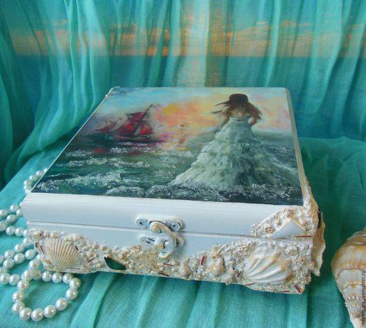Шкатулка украшенная ракушками,образ  Ассоль,свадьба в стиле Алые паруса,  Ассоль дизайн, юная Ассоль, подарок на свадьбу, свадебный подарок, невесте, оригинальный подарок