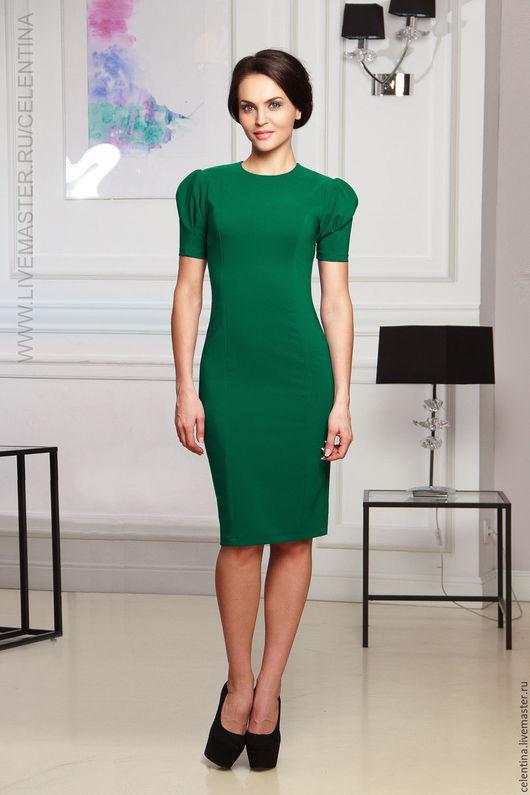 Зеленое повседневное платье футляр с рукавом фонарик.