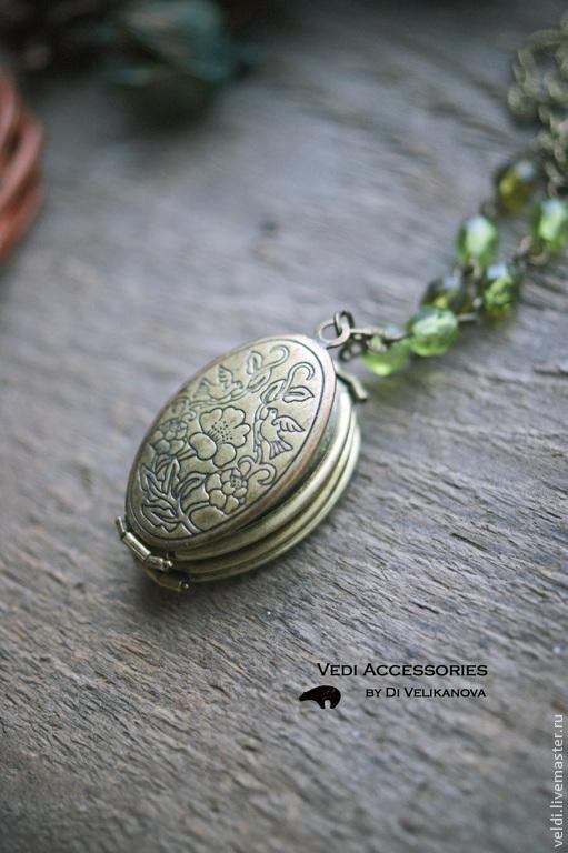 Кулоны, подвески ручной работы. Ярмарка Мастеров - ручная работа. Купить Медальон на 4 фото (Зеленый). Handmade. Медальон