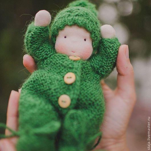 Вальдорфская игрушка ручной работы. Ярмарка Мастеров - ручная работа. Купить Пупсик настоящий. Handmade. Зеленый, вязаная одежда
