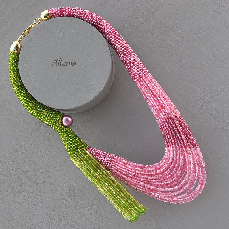 Колье с бисерным жгутом и бисерными нитями. Розовый и зеленый. Яркое экстравагантное колье. Асимметричное колье из бисера. Глазастики от Altania. Оригинальные бисерные украшения от Altania