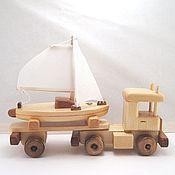 Техника, роботы, транспорт ручной работы. Ярмарка Мастеров - ручная работа Машина с яхтой Деревянная игрушка. Handmade.