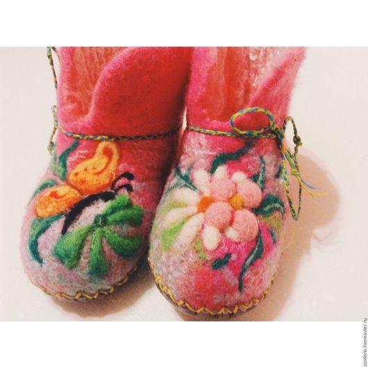 Тапочки детские Обувь ручной работы.Домашние детские валяные тапочки.Пинетки. Тапочки купить. Детская домашняя обувь.Валяные тапочки с цветами. Ярмарка мастеров.Handmade.Хэндмэйд.Хендмейд. Хенд мейд.