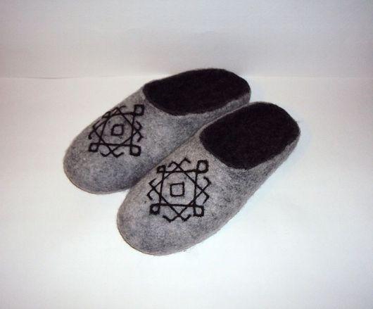 """Обувь ручной работы. Ярмарка Мастеров - ручная работа. Купить Тапочки - шлепанцы валяные Графика"""" женские. Handmade. Тапки, тапочки"""