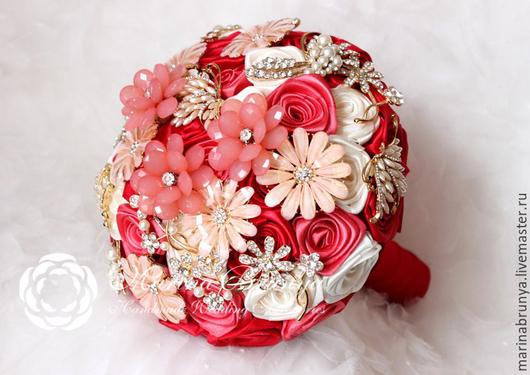 Свадебные цветы ручной работы. Ярмарка Мастеров - ручная работа. Купить Брошь-букет КРАСНЫЙ + КОРАЛЛ. Handmade.