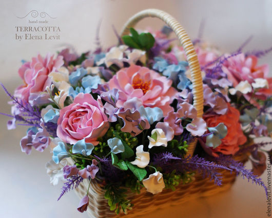 Корзинка с розами и душистым горошком.Terracotta by Elena Levit.