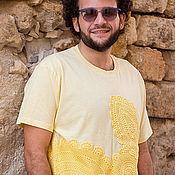 Одежда ручной работы. Ярмарка Мастеров - ручная работа Желтая мужская футболка с вязаной аппликацией  Размер ХL. Handmade.