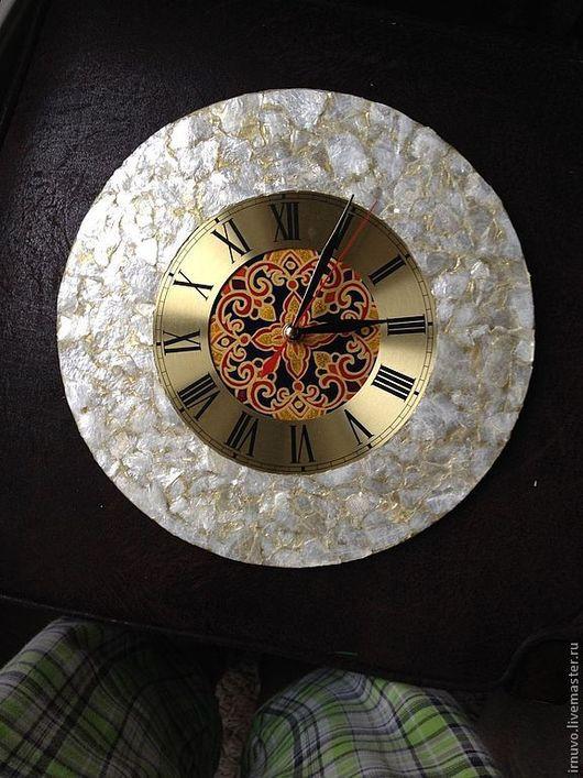 Часы для дома ручной работы. Ярмарка Мастеров - ручная работа. Купить Часы с перламутром Мезонин. Handmade. Подарок на любой случай