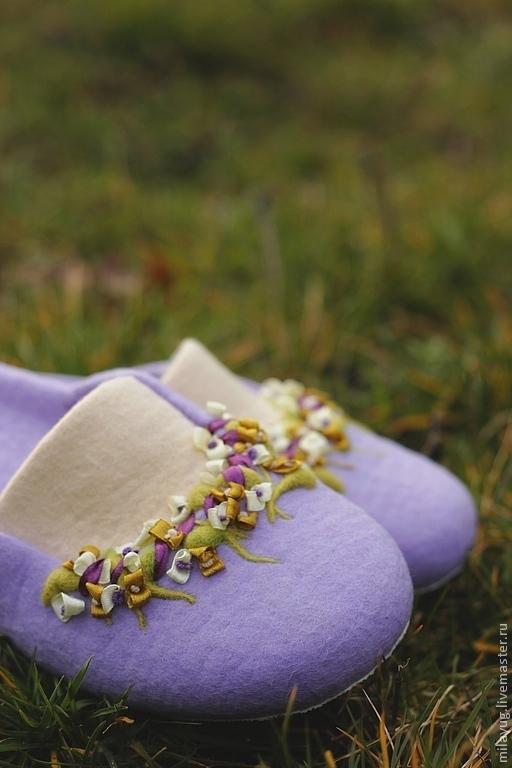 """Обувь ручной работы. Ярмарка Мастеров - ручная работа. Купить """"Дождливое утро Прованса"""" валяные тапочки. Handmade. Сиреневый, шлепки"""