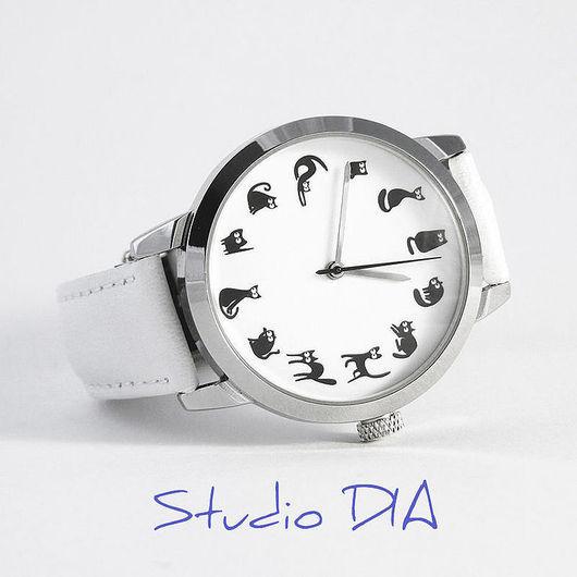 Часы. Наручные Часы. Оригинальные Дизайнерские Часы Кошки На Белом. Студия Дизайнерских Часов DIA.