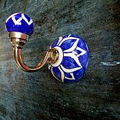 Для дома и интерьера ручной работы. Ярмарка Мастеров - ручная работа Керамический крючок синий с цветочным орнаментом. Handmade.