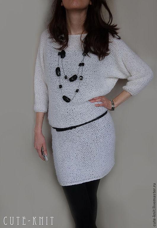 Чтобы лучше рассмотреть модель, нажмите на фото. CUTE-KNIT Ната Онипченко Ярмарка мастеров Купить белое платье вязаное с рукавом летучая мышь