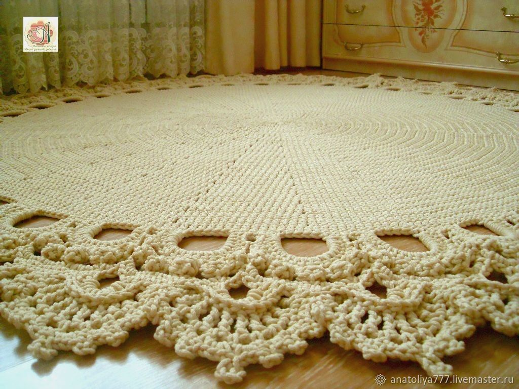 Crocheted Round Rug Made Of Cord Lily With Lace Trim