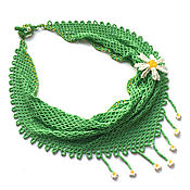 Украшения handmade. Livemaster - original item A green beaded kerchief necklace and a Daisy brooch. Handmade.