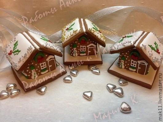 """Пряничный домик """"Новый год в миниатюре"""" это маленький, но очень рождественский подарок. Такой пряничный домик создает ощущение праздника, самого любимого и семейного.  \r\nДля корпоративных"""