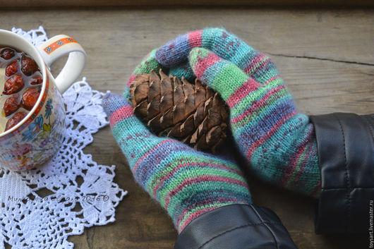 Вязаные перчатки женские в стиле деревенский шик. Осенние аксессуары. Женские перчатки вязаные на заказ. Осенние вязаные перчатки. Вязаные перчатки купить. Перчатки вязаные для хорошего настроения.