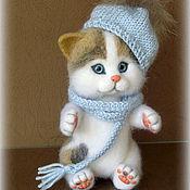 Куклы и игрушки ручной работы. Ярмарка Мастеров - ручная работа Валяный трехцветный котенок. Handmade.