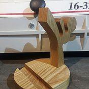 """Статуэтки ручной работы. Ярмарка Мастеров - ручная работа Подставка для телефона """"Каратэ"""" из дерева. Handmade."""
