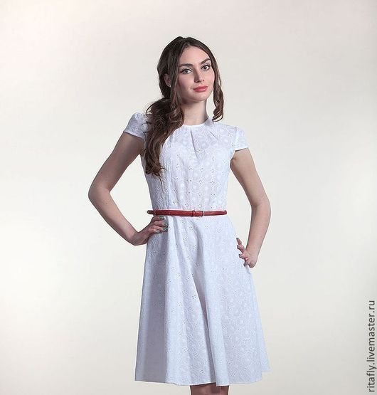 Молодежное летнее платье из шитья - перфорированный хлопок.