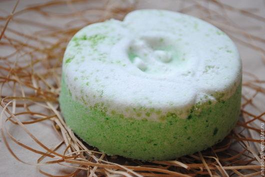 Бомбы для ванны ручной работы. Ярмарка Мастеров - ручная работа. Купить Натуральная фруктовая бомба для ванны Долька зеленого яблока. Handmade.
