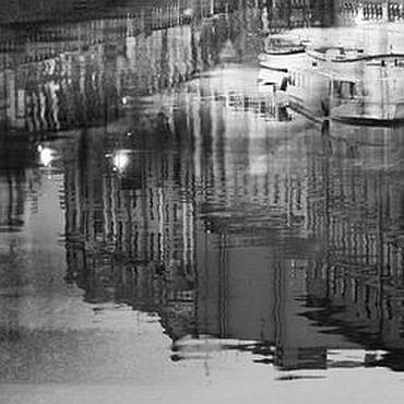 """Картины и панно ручной работы. Ярмарка Мастеров - ручная работа Ночной Петербург черно-белая фото картина город """"Лодки на отдыхе"""". Handmade."""
