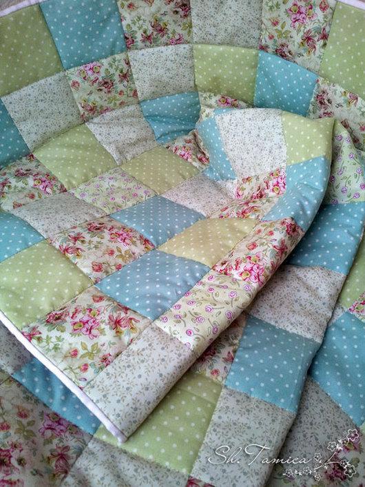 Детская ручной работы. Ярмарка Мастеров - ручная работа. Купить Детское лоскутное одеяло в расцветках шебби. Handmade. Мятный