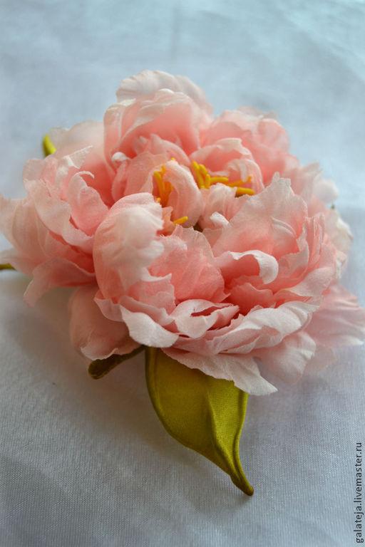 Броши ручной работы. Ярмарка Мастеров - ручная работа. Купить Цветы из  шелка Брошь пион Фьюджи. Handmade. Коралловый, пионы