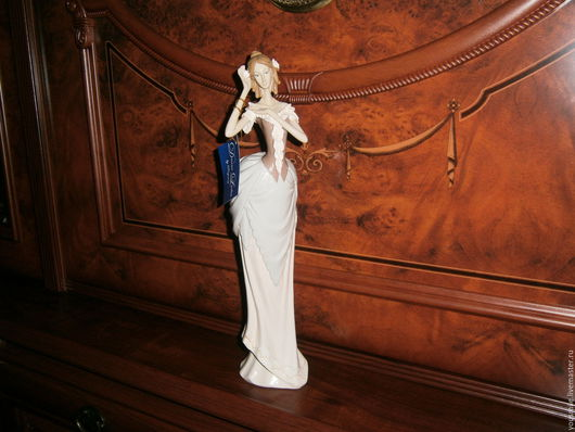 Очаровательная фигурка их серии статуэток   Victorian `Divine Ladies`(Леди Викторианской эпохи) Англия.