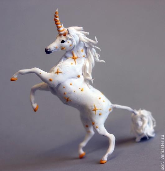 """Миниатюра ручной работы. Ярмарка Мастеров - ручная работа. Купить фигурка миниатюра """"Единорог звёздный"""" (белый единорог с золотом). Handmade."""