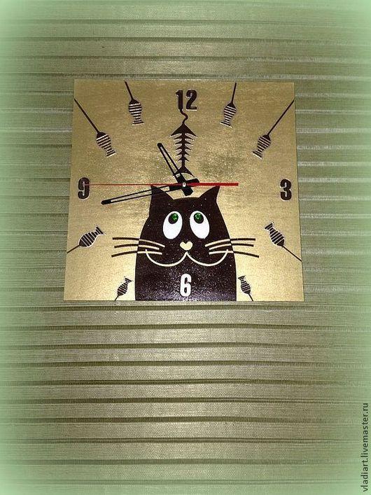 """Часы для дома ручной работы. Ярмарка Мастеров - ручная работа. Купить Часы настенные """"Сёмен на рыбалке""""!. Handmade. Золотой"""