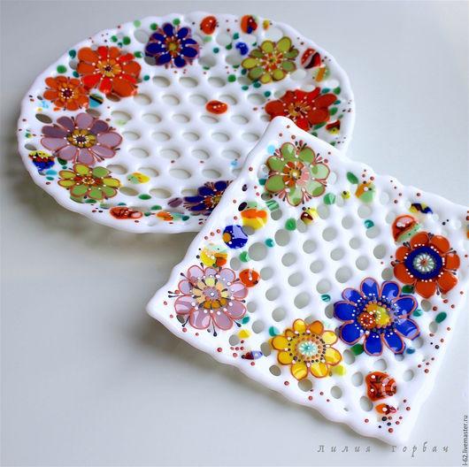 Тарелки ручной работы. Ярмарка Мастеров - ручная работа. Купить комплект тарелок из стекла, фьюзинг  Повеяло весной. Handmade. Белый