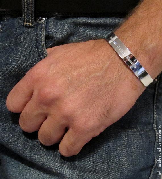Серебряные браслеты мужские с гравировкой купить в