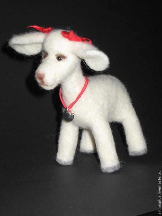 Игрушки животные, ручной работы. Ярмарка Мастеров - ручная работа. Купить Маленькая овечка. Handmade. Белый, овечка, новогодний подарок
