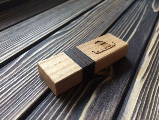 Персональные подарки ручной работы. Ярмарка Мастеров - ручная работа. Купить Флешка  в корпусе из натурального дерева. Handmade. Комбинированный, ясень