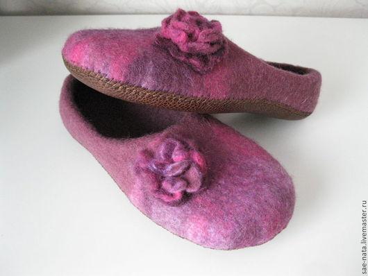 Обувь ручной работы. Ярмарка Мастеров - ручная работа. Купить Тапочки женские. Handmade. Брусничный, Валяние, тапки валяные