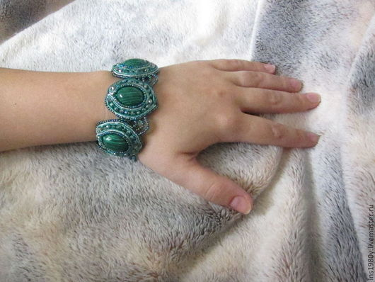 Браслеты ручной работы. Ярмарка Мастеров - ручная работа. Купить браслет с натуральными камнями Малахит. Handmade. Зеленый, украшения из бисера