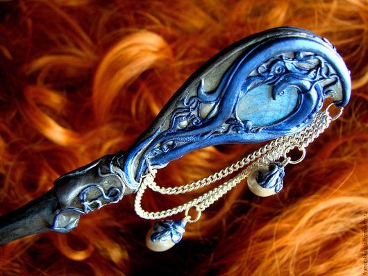 Заколка шпилька палочка для длинных волос из полимерной глины `Лунный павлин`, жемчуг, лабрадор, серебро 925 пробы Сторона под правую руку.